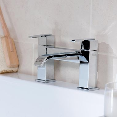 Vellamo Poise Bath Filler Tap