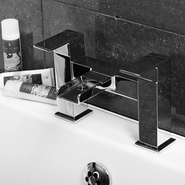 Vellamo Reve Waterfall Bath Filler Tap